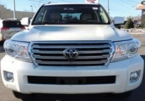 LAND CRUISER 2014 WITH LOW KM, STEADILY SERVICED